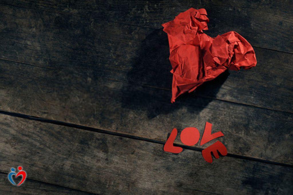 نقص الثقة في علاقات الحب المؤذي