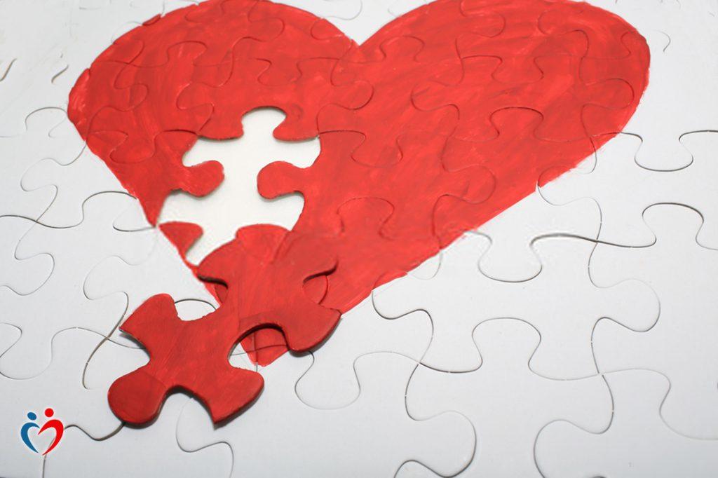 الهرب من الوحدة يدفع الفرد إلى الدخول في علاقات يائسة