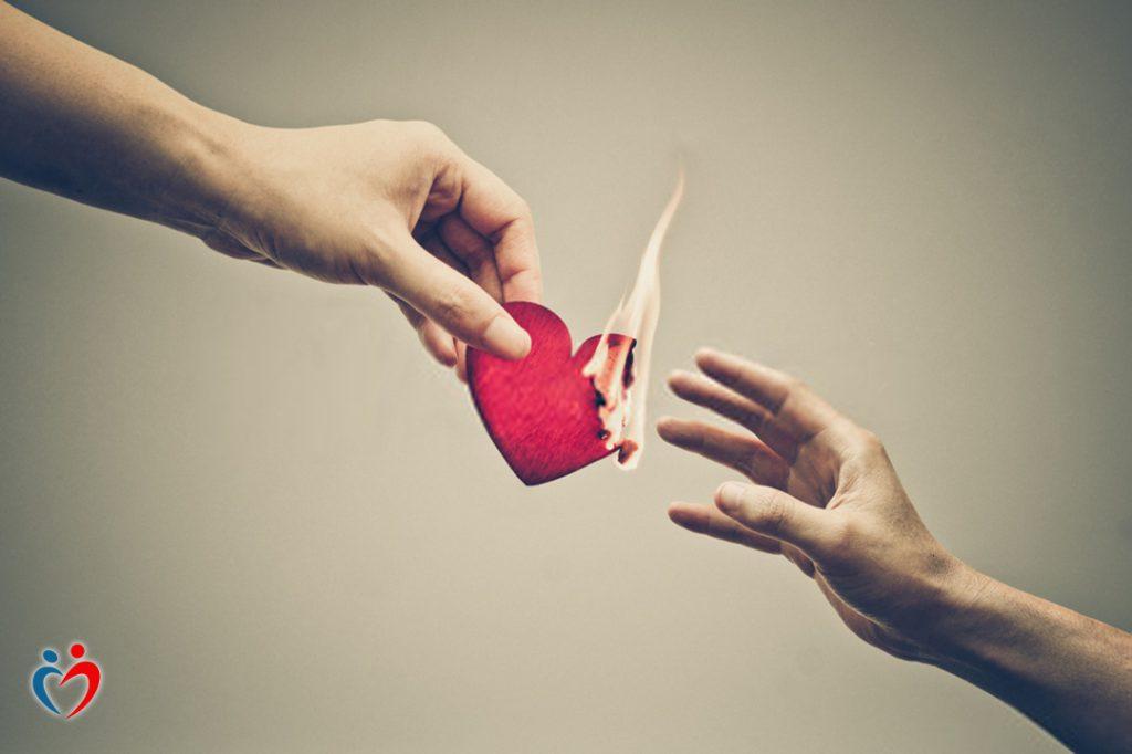 التدمير الذاتي عن طريق الصاق تهمة التسبب بالتعاسة بالطرف الآخر