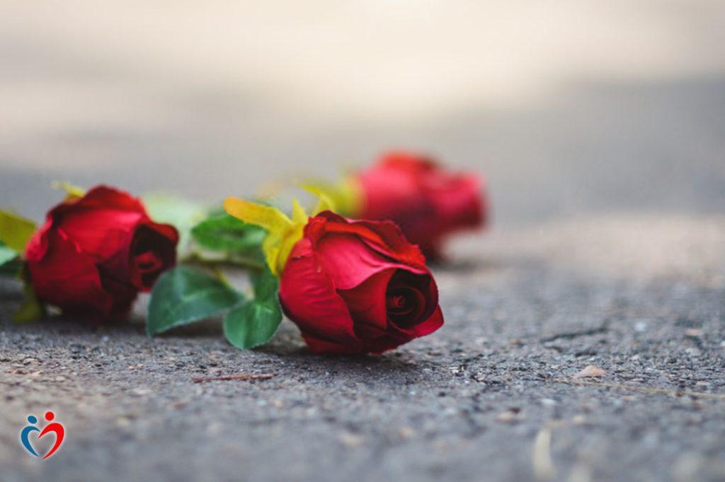 تفادي مشاعر عدم الحب من خلال قضاء وقت مع أشخاص ايجابيين