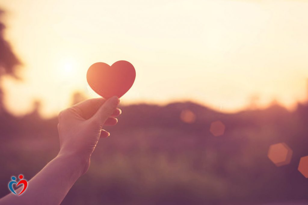 الانتباه للناقد الداخلي من أجل التعامل مع الشعور بعدم الكفاية في الحب