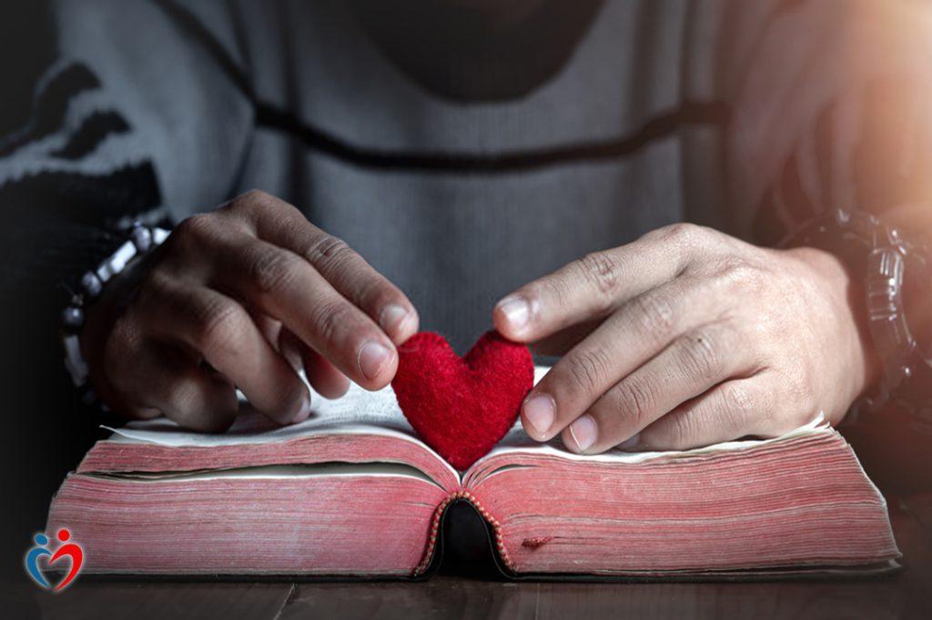 صدمات الطفولة من ضمن أسباب إدمان الحب